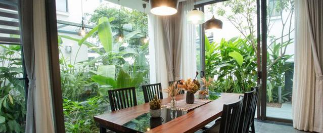 Ngôi nhà tràn ngập hoa cỏ và tiếng chim hót líu lo của vợ chồng Hà Nội