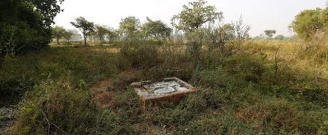 Bé gái Ấn Độ báo cảnh sát bắt cha vì không chịu xây nhà vệ sinh
