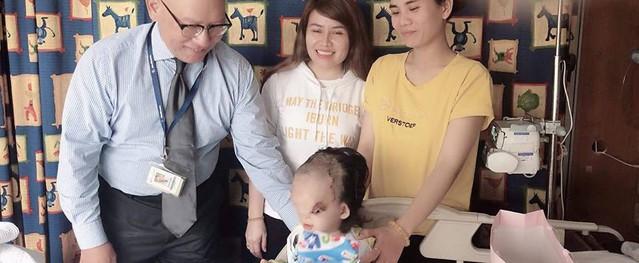 Ca mổ đầu tiên của bé gái 3 tuổi có khuôn mặt biến dạng đã thành công tốt đẹp