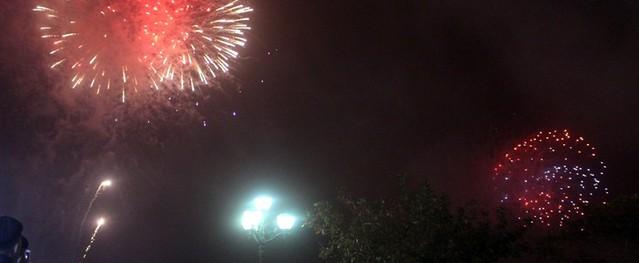 Hải Dương: Hàng nghìn người dân nửa đêm đi xem bắn pháo hoa