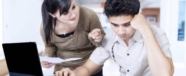 Những anh chồng học cao vẫn bị vợ 'dìm' vì lương thấp