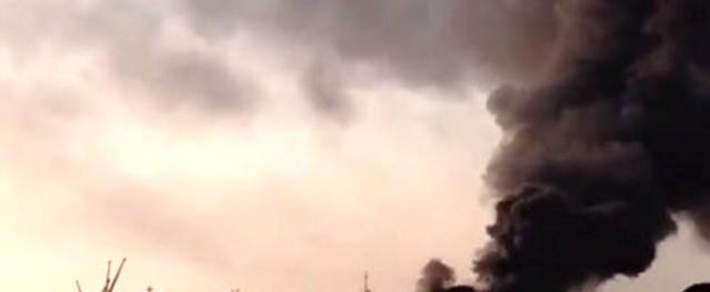 Phát hoảng tàu chở dầu bất ngờ phát nổ cháy dữ dội