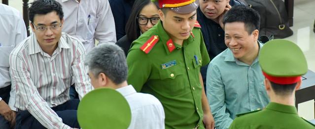 Nụ cười, nước mắt trong phiên xử phúc thẩm Hà Văn Thắm