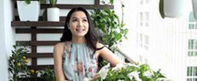 Căn hộ 200 m2 tràn ngập hoa và tranh của nữ diễn viên