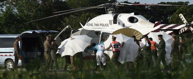 Giải cứu đội bóng nhí Thái Lan: Vì sao các cậu bé vẫn chưa được gặp gia đình?