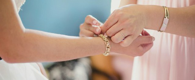 Thông gia bẽ bàng vì lộ chuyện tặng con vàng giả ngày cưới