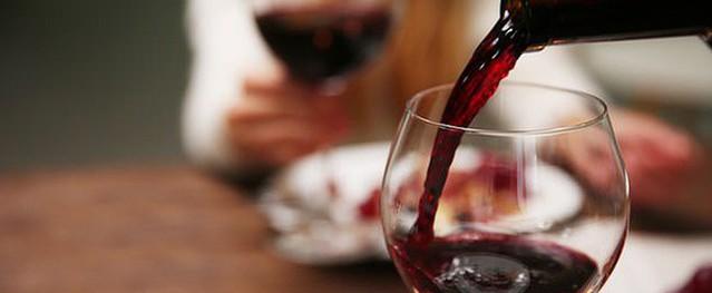 Chữa đau khớp thành công nhờ… rượu