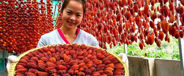Hồng treo gió 1 triệu đồng 15 quả có gì đặc biệt mà chị em lùng sục mua về ăn Tết?