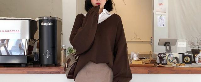 Muốn hoàn thiện vẻ ngoài nhanh nhất, chị em công sở sẽ cần set áo len + chân váy suông này