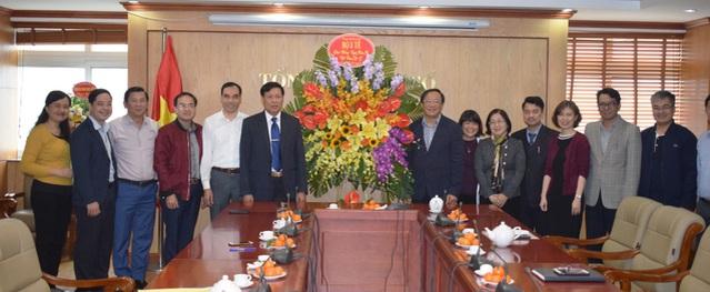 Thứ trưởng Bộ Y tế thăm và chúc mừng Tổng cục Dân số nhân Ngày Dân số Việt Nam