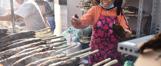 Nướng 3.000 cá lóc, chủ tiệm Sài Gòn vẫn không đủ bán ngày Thần Tài