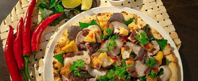 Pizza bún đậu kỳ quái 'cháy hàng' chỉ sau vài ngày ra mắt