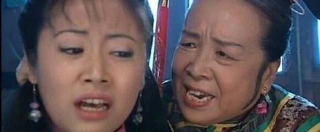 'Dung Ma Ma' Lý Minh Khải từ chối ngồi ghế trên xe bus để nhường chỗ cho trẻ em gây sốt mạng xã hội