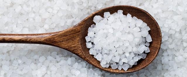 Phụ nữ nhanh già, đàn ông sụt giảm tinh trùng vì ăn nhiều muối