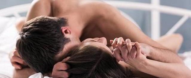 Phì cười với những câu nói bá đạo của chồng khi muốn gạ vợ 'lên giường'