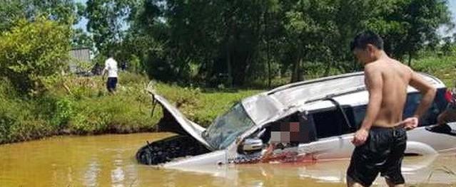 Nghệ An: Xe 7 chỗ mất lái lao xuống hố, 1 người tử vong tại chỗ