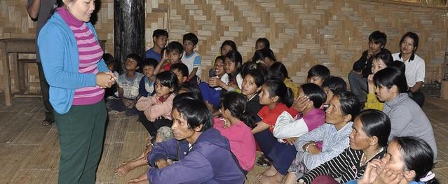 """Ở nơi Hiệu trưởng, Hiệu phó đến từng nhà """"mời"""" trẻ đi học"""