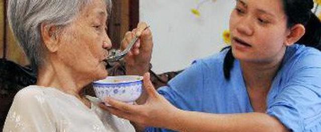 Cách chăm sóc người cao tuổi mất trí nhớ tại nhà
