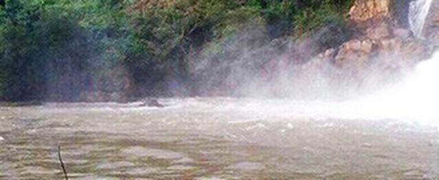 Ba thanh niên mất tích khi tắm thác ở Gia Lai