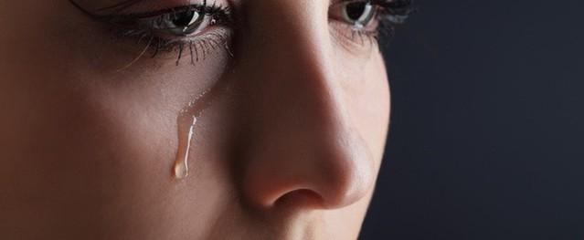Nhìn vết máu trên đáy quần của con gái, tôi hoảng hốt khi phát hiện ra tội lỗi khủng khiếp của mình