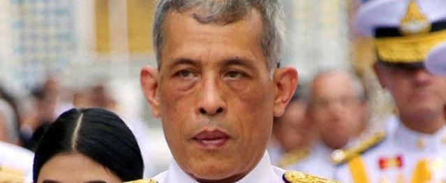 Vua Thái phục chức cho 3 sĩ quan cận vệ hoàng gia