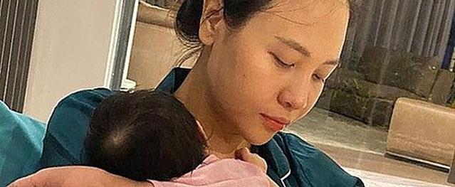 Cuộc sống bỉm sữa của vợ chồng Đàm Thu Trang