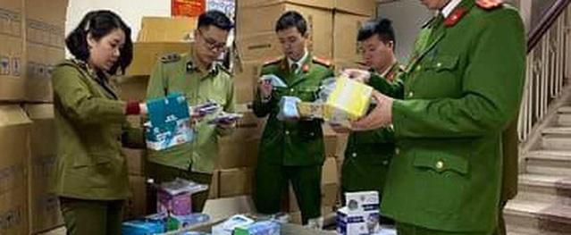 Hà Nội: Liên tiếp phát hiện các trường hợp thu gom khẩu trang y tế số lượng lớn