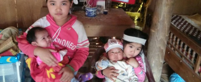 Mẹ đột ngột qua đời để lại 4 đứa trẻ khóc rạc cổ họng vì khát sữa và nhớ mẹ
