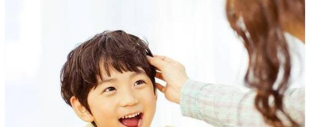 """Không phải tiền bạc hay địa vị, cha mẹ chỉ nên khoe sự """"giàu có"""" của mình khi dạy được con điều này"""