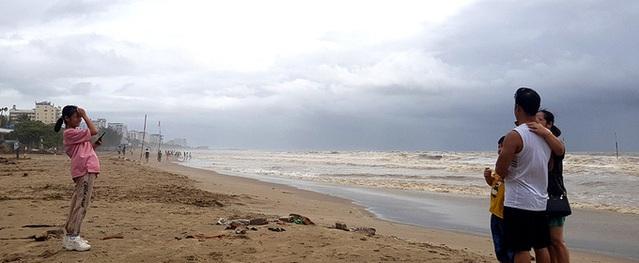 Bão số 2 đã áp sát đất liền, Hà Nội bắt đầu có mưa lớn