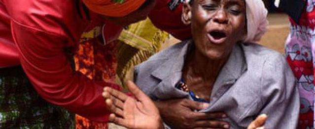 20 người chết vì chen lấn xin thuốc trị bách bệnh