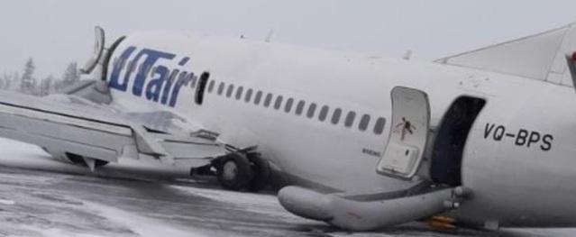 Máy bay chở gần 100 người tiếp đất bằng bụng