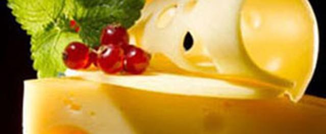 Nam giới ăn nhiều phô mai, giảm khả năng sinh sản