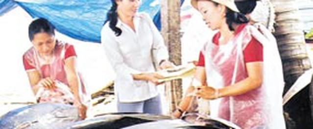"""""""Đội"""" gió Lào đi làm dân số"""
