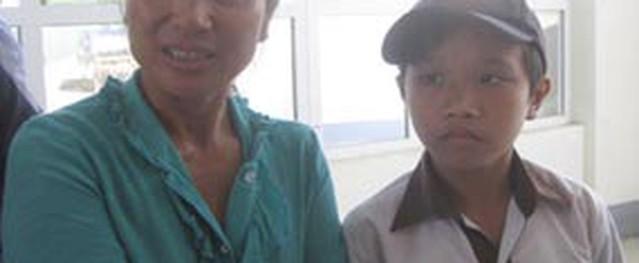 Người phụ nữ với khối u nặng 13kg