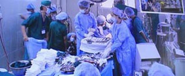 Vụ con hiến gan cứu mẹ: 12 giờ giành lại sự sống