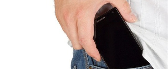 Để điện thoại trong túi quần dễ vô sinh