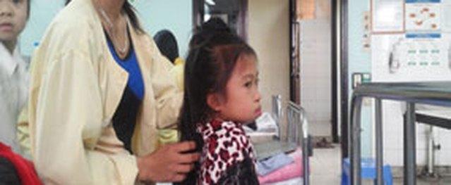 Đau đớn bé gái 12 tuổi mang khuôn mặt của người ngoại tứ tuần