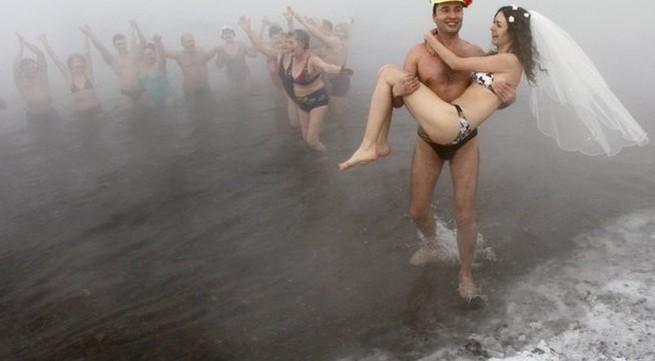 10 lễ cưới kỳ lạ nhất thế giới
