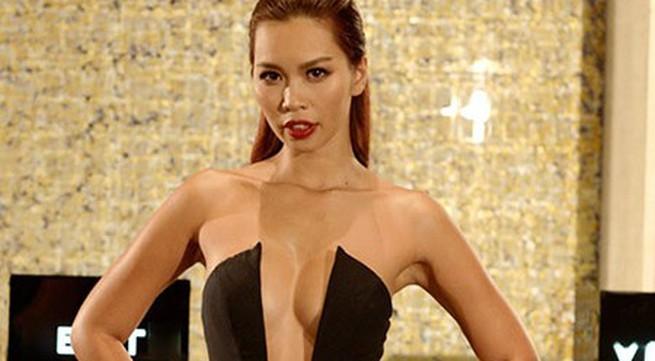 """Hà Anh: Chiếc váy hở bạo """"là điều bình thường"""""""