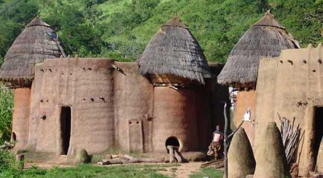 """Kỳ lạ ngôi làng toàn người sống trong... """"củ nấm"""""""
