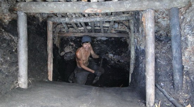 Cần làm những gì khi bị mắc kẹt trong hầm sập