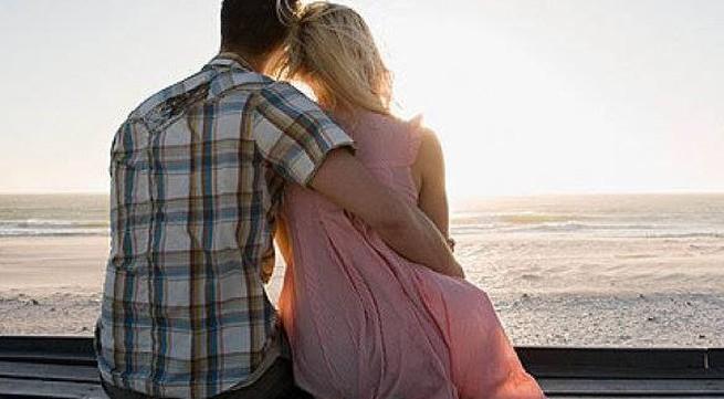 Trước khi quyết định ly hôn, hãy ôm chồng/vợ bạn