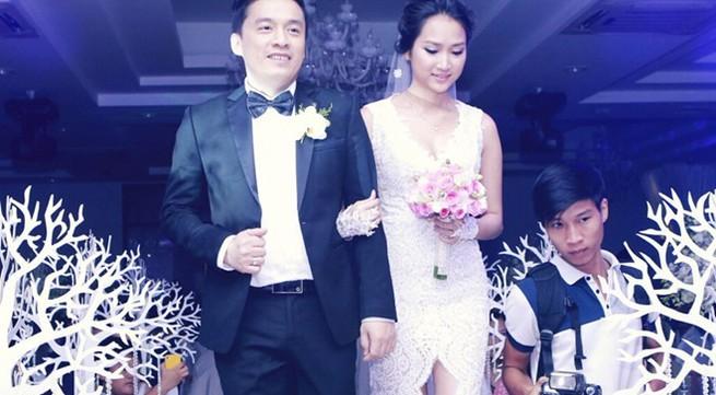 Tiệc cưới ngập hoa,  ấm cúng của Lam Trường và Yến Phương