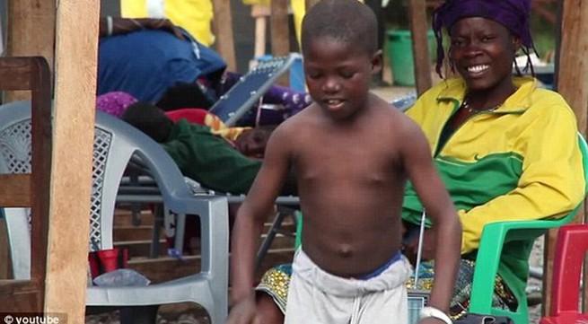 Cậu bé thoát chết kỳ diệu khỏi nạn dịch Ebola