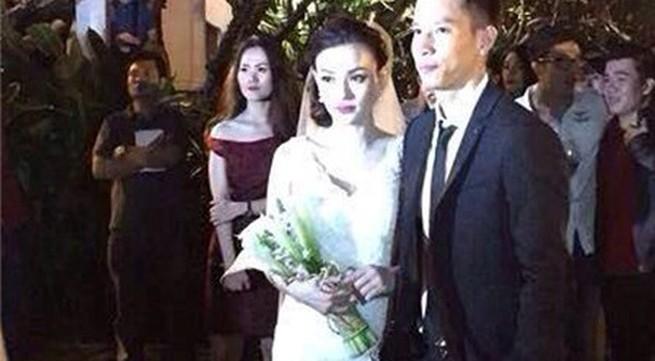 Thu Thủy bí mật kết hôn với bạn trai 12 năm
