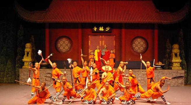 Chương trình ca nhạc, võ thuật giúp trẻ em nghèo đón Tết