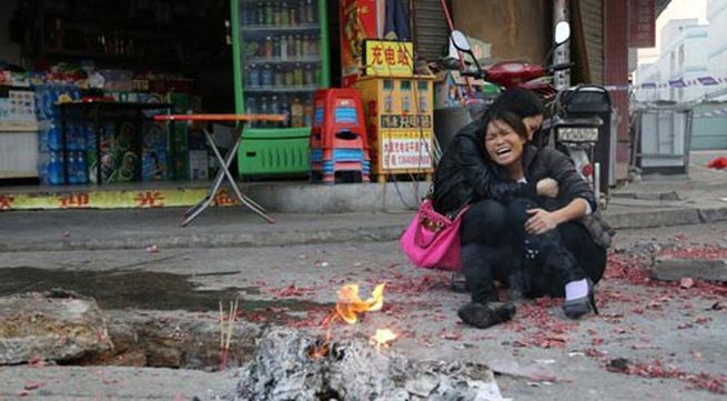 Xót lòng bé 2 tuổi tử vong vì rơi xuống hố ga