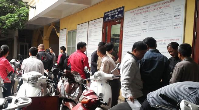 Đổi giấy phép lái xe ở Hà Nội: Nơi dồn cục, chỗ vắng tanh