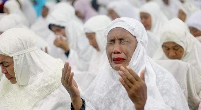 Nước mắt tang thương ngày tưởng nhớ 10 năm các nạn nhân động đất, sóng thần Ấn Độ Dương
